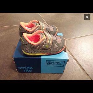 Stride Rite sz 4.5 little kids soft motion sneaker